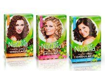 Permament wave / Gama Naturia Loki to bardzo znane i chętnie kupowane przez kobiety produkty do ondulacji włosów. To doskonała propozycja dla kobiet, które marzą o falach i lokach. Preparaty zawierają proteiny oraz wyciągi ziołowe kondycjonujące włosy w trakcie zabiegu trwałej ondulacji.