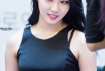 Kim Chungha I. O. I
