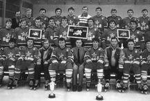 Hockey - The Red Machine - Кра́сная маши́на — прозвище сборной СССР по хоккею с шайбой. / Кра́сная маши́на — прозвище сборной СССР по хоккею с шайбой. Впервые о «Красной машине» заговорили в 1970-е годы, когда сборная СССР блистала на обоих «хоккейных» континентах. Появлялись эти слова в американской печати, вызывая некоторое неудовольствие у игроков сборной СССР: не всех устраивало сравнение с роботами.