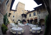 Castello il Palagio courtyard / Weddings and events in the castle courtyard