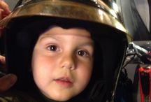 Zoon van een brandweerman / Foto van mijn zoon in de brandweerwagen.