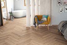 Laminaat - een ideale vloer! / Ben je op zoek naar een gemakkelijk te reinigen en ongecompliceerde vloer? Kies dan voor een laminaatvloer van Lingen Keramiek! Lange planken, tegelformaat of korte formaten, visgraat motieven die veelzijdig ingezet kunnen worden: in ons assortiment vind je zeker de juiste vloer! #laminaat #vloer #visgraat #ondervloer #kliklaminaat