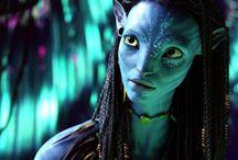 TOP 10 des personnages bleus pour la France / Allez les bleus ! De Mystique à Neytiri, en passant par le Dr. Manhattan, les Schtroumpfs ou Dory, Bienvenue dans la grande famille des Bleus de cinéma.