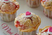 Cupcakes / Kleine, süße Törtchen mit Cremetuff und Toppings