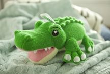 Hunter the Gator! / Meet Hunter the SoapSox Gator! Hunter is a children's bath aid, designed to make bath time fun! Order now at www.soapsoxkids.com!