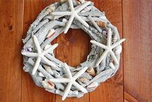 Beach Christmas Ideas / Ways to decorate your beach house for Christmas, without compromising on style.
