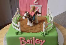Little girl / Cake decorating