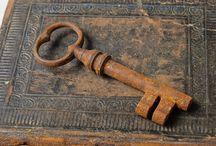 Keys and doorknobs