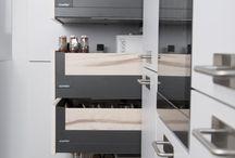 Les détails qui font la différence / Fermeture silencieuse, intérieur personnalisable, sur mesure au millimètre : découvrez tous les petits détails qui font des produits Schmidt des produits d'exception !