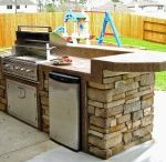 Small-space outdoor kitchens