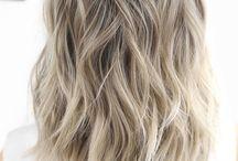 Askeblondt hår