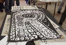 Diseño en el Encierro CUD Devoto / Experiencia de diseño en la cárcel, dentro del programa de extensión de FILO UBA. Estudiantes y docentes de las carreras de Edición y Diseño Grafico, trabajando junto a los compañeros del Centro Universitario Devoto UBA privados de su libertad en la Cárcel de Devoto.