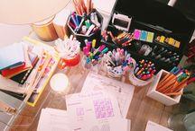 cosas chulas y rotuladores del escritorio