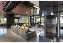 Salones,casa con grandes vidrieras