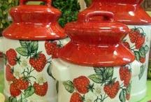 Strawberry Themed Kitchen / by Nazan Ertuna