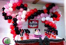 Decoración de Fiesta de minnie Mouse / Decoración con arco de globos de minnie mousse, letrero, bolsitas de foami y tarta personalizados!