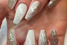glittery perf nails