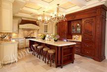 Galeria kuchni / Tradycyjne i nowoczesne kuchnie projektowane i wykonywane na wymiar z najwyższej jakości drewna i kamienia naturalnego.