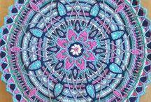 Crochet Mandalas Ideas / Wonderful mandalas inspiration to crochet these precious and colourful projects.