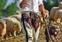 Folklor - moda, design, kultura, ludzie / Folklor - zdjęcia mody ludowej, designu folklorystycznego, społeczeństwa, strojów ludowych, zabaw tradycyjnych.