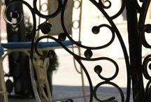 Ковка / #Ковка #ХудожественнаяКовка #ТЭХ Особенность элементов, созданных с помощью ковки, состоит в том, что они гармонично смотрятся в любом интерьере, и придают ему индивидуальность. Кованые двери, каминные решетки и рамки, мебель – все это кованые изделия для интерьера. http://www.kovka.glav-teh.ru/
