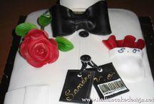 Torta camicia con rosa rossa al cioccolato con bagna alla vaniglia e ganache al cioccolato fondente