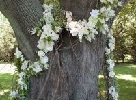 {VìE} White Blooms / VìE- Noun \ˈvī\ The french word 'VìE' is translated to {life} in English. The experience of being fully alive and engaged in recognizing that beauty is all around us.   http://www.shopvieboutique.com/  http://www.facebook.com/thevieboutique