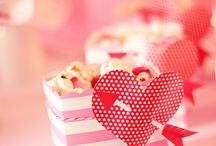 Valentine's Popcorn / Our one true love? Popcorn! Sweeten up your Valentine's Day with these sugary popcorn treats that your sweetheart will love!