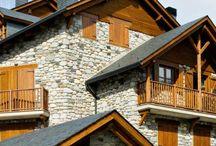 Balconadas de madera / Balconadas de madera, tenemos amplia experiencia en la fabricación y montaje de balcones de madera hechos para durar.