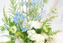 お悔やみ・お供え花 / 思い出を偲んで、心癒されるお花を。 少しでもご家族様の気持ちが和むように、心を伝える花ギフト。