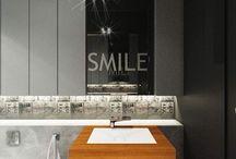 Projekt wnętrza łazienki w domu w Milanówku. / Betonowa łazienka z ocieplającym teakowym drewnem i designerskimi kaflami z nadrukiem grafiki Banksy-ego.