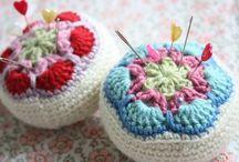 pincushions_crochet&lace