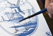 Delfts Blauw / Onze schilders hebben zich de 17e-eeuwse plateelschildertechniek aangeleerd waardoor ze originele Delfts blauwe tegels kunnen decoreren. Wij beschikken over veel kleurrecepten en kunnen daardoor alle tegelvoorstellingen maken. Daarnaast kan de klant altijd de eigen wensen kenbaar maken. Vrijwel alles is mogelijk!