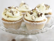 Cupcakes / by Ffion Norman