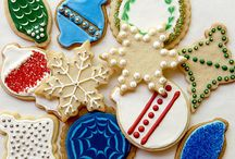 Gorgeous Cutout Christmas Cookies / What sets Christmas cookies apart from everyday cookies? They're gorgeous, often thanks to Royal Icing. But you don't need to be an artist to create cookies that look as good as they taste. From simple sugar cookies to spicy gingerbread men these Christmas cookies are ready for their close-up.