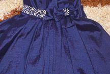 Piękna, granatowa sukienka