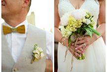 Pretty Wedding Flowers / Pretty wedding flowers, beautiful DIY bridal bouquets, awesome reception floral arrangements
