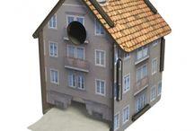Häuschen fürs Örtchen - Werkhaus ToPa-Haus / In dieser Hütte kann man einiges abwickeln - die originelle Halterung von Werkhaus macht jede noch so langweilige Rolle Toilettenpapier zum Highlight auf dem stillen Örtchen. Zum Klorollenwechsel lässt sich das Dach einfach abnehmen.