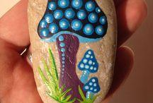 Роспись камней.