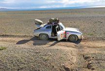 Tres rutas por medio mundo / Tres equipos Porsche y tres rutas por medio mundo en busca de  aventuras.