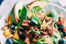 Frühlingsgerichte vegetarisch / Wenn die ersten Sonnenstrahlen warm auf der Haut kitzeln,  dürfen Rezepte für Salat, Spargel und leichte Küche mit Gemüse der Saison nicht fehlen! Mit diesen vegetarischen Frühlingsrezepten ziehen die Frühlingsgefühle auch in deine Küche ein ;)!