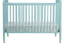 Traditional Baby Cribs / Elegantly designed traditional cribs that highlight the beauty of wood finishes and versatile enough to compliment almost any nursery theme. #traditionalbabycribs