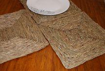 Table Top / Table accessories in natural fiber, runners and place mats. The collection includes water hyacinth table mats and runners, Korai grass and banana fiber place mats.