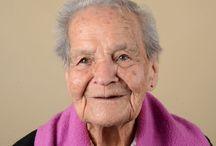 Mujeres hermosas / La Fundación Juan Pablo II es un hogar sin ánimo de lucro comprometido con las personas de la 3ra edad.