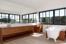 Salle de Bain / Salle de #bain réalisés par la menuiserie Rafflin dans le golfe de Saint Tropez / #Bathrooms made by Rafflin carpentry in the bay of #SaintTropez