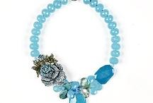 Jewelry / Blue necklace with wonderful swarovski flower. YUMMY!! / by BabyPinkDiva