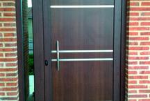 Puertas Modernas AVANT / Paneles de puerta exterior en aluminio o pvc