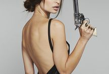 Photo Lady with gun