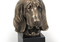 Basset Hound ARTDOG / collection, statues, jewelry, silver and gold keyring, necklase, pin, statue on marblebase, statue on the wall, welcome, door knocker
