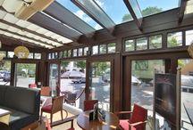 Toldos para negocio SPANNMAXXL / Un café al sur de Alemania techó con toldos SPANNMAXXL y este es el resultado: un restaurante con un techo elegante y versátil que invita a disfrutar un buen momento en él - Más sobre nuestros toldos en http://www.spannmaxxl.es/toldo_corredizo